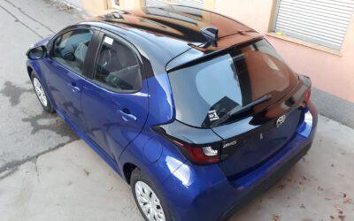 Toyota Yaris oklejona na wersję Selection